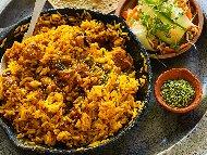 Рецепта Индонезийски пържен ориз със свинско месо, куркума и кимион на чугунен тиган